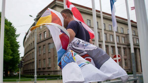 По решению мэра Риги Мартиньша Стакиса все флаги Международной федерации хоккея заменены на флаги города Риги - Sputnik Латвия