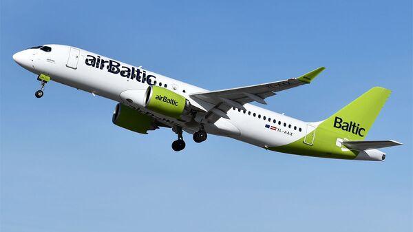 Самолет авиакомпании airBaltic - Sputnik Latvija