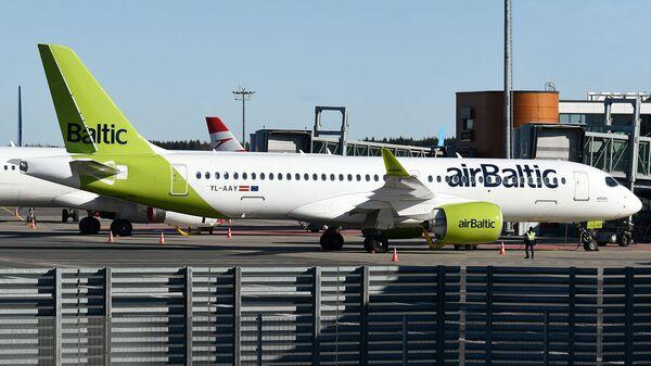 Lidsabiedrības airBaltic lidmašīna - Sputnik Latvija
