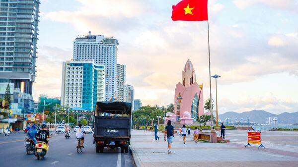 Набережная в курортном городе Нячанг во Вьетнаме. - Sputnik Latvija
