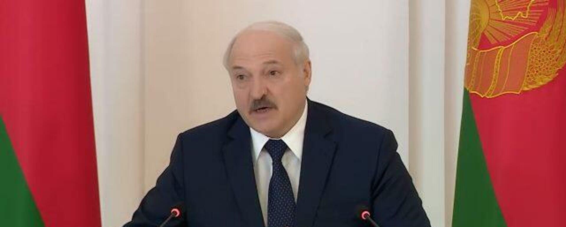 Лукашенко рассказал, какие документы привез на встречу с Путиным - Sputnik Латвия, 1920, 01.06.2021