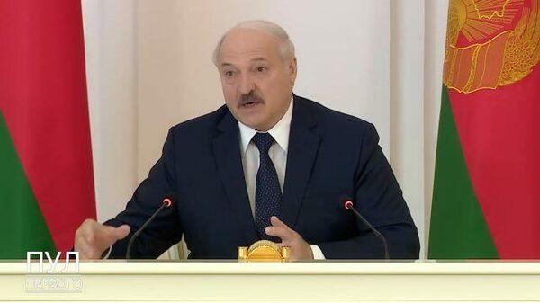 Лукашенко рассказал, какие документы привез на встречу с Путиным - Sputnik Латвия