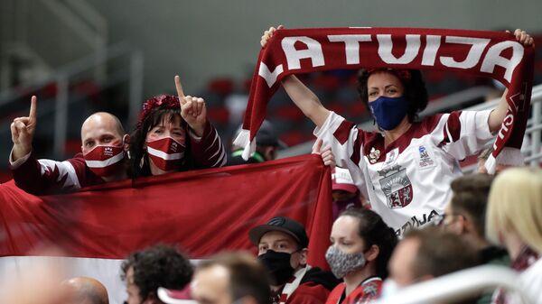 Болельщики сборной Латвии по хоккею перед матчем Латвия - Германия  - Sputnik Латвия