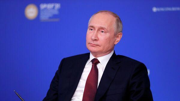 Президент РФ В. Путин провел встречу с руководителями ведущих мировых информационных агентств - Sputnik Латвия
