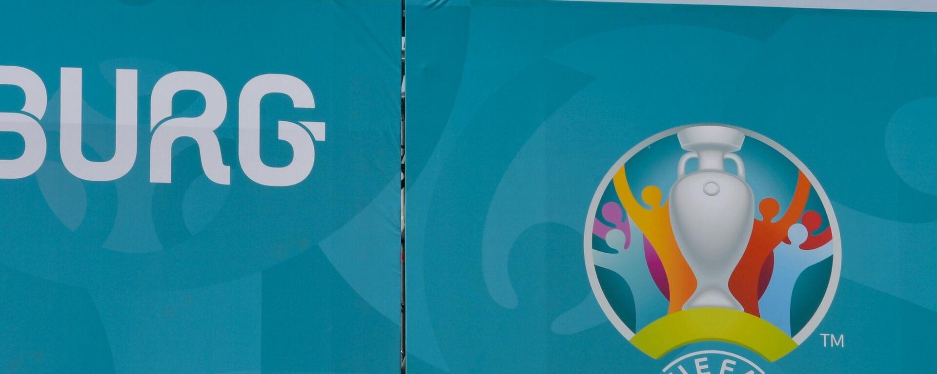 Монтаж сцены в футбольной деревне фестиваля UEFA EURO 2020 в Санкт-Петербурге. - Sputnik Латвия, 1920, 10.06.2021