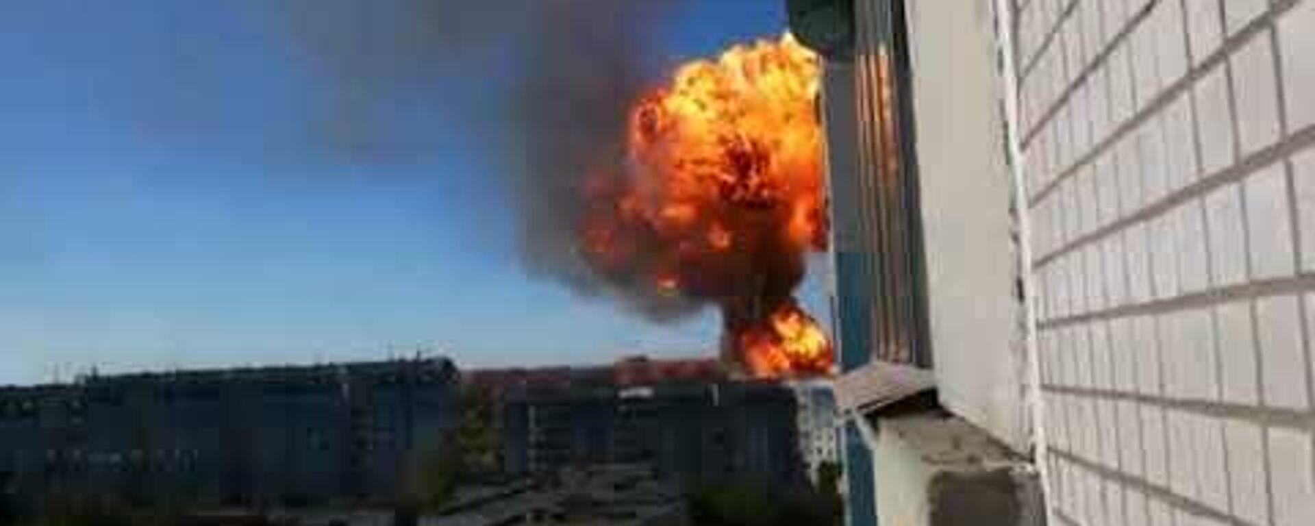 На АЗС в Новосибирске произошел крупный пожар - Sputnik Латвия, 1920, 14.06.2021