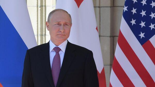 Президент РФ Владимир Путин во время встречи с президентом США Джо Байденом в Женеве - Sputnik Латвия