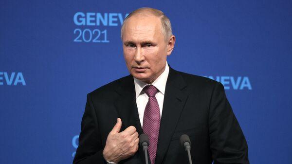 Пресс-конференция президента РФ Владимира Путина на саммите в Женеве - Sputnik Латвия