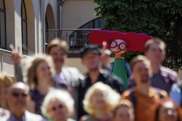 Парад с куклами по случаю переезда театра. - Sputnik Латвия