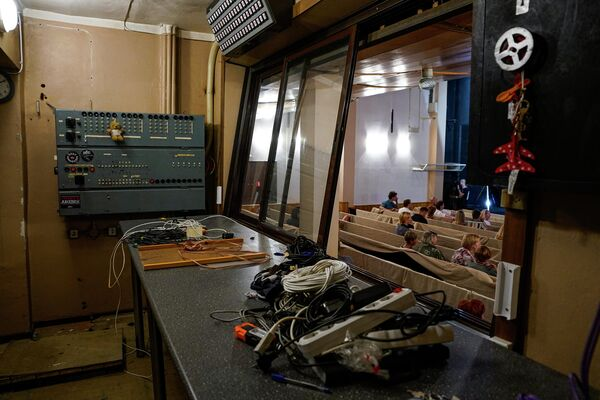 За время ремонтных работ будут утеплены стены и повышена энергоэффективность здания, а в малом зале будут подняты потолки.  - Sputnik Латвия