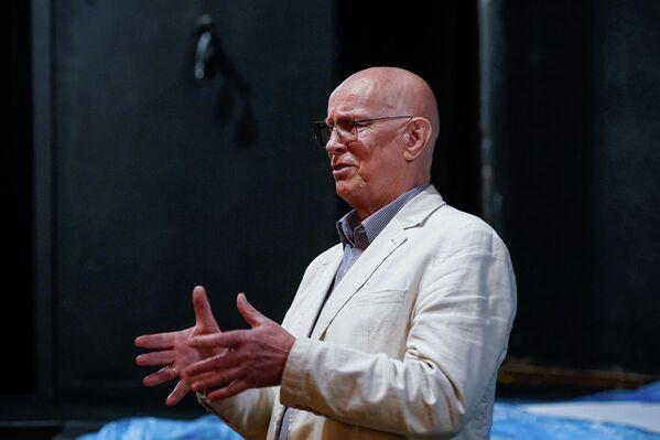 С речью к собравшимся обратился директор театра Вилнис Бекерис. - Sputnik Латвия