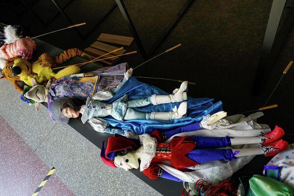 Куклы впервые вынесли на улицу. - Sputnik Латвия