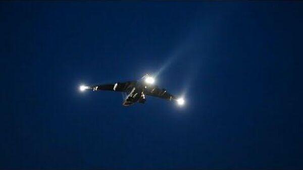 Летчики ВТА ВКС России выполняют тренировочные полеты в темноте - Sputnik Латвия