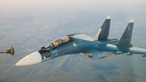 Летчики Балтийского флота выполняют дозаправку истребителей в воздухе - Sputnik Латвия