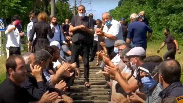 Протестующие в Грузии пытались заблокировать железную дорогу - Sputnik Latvija