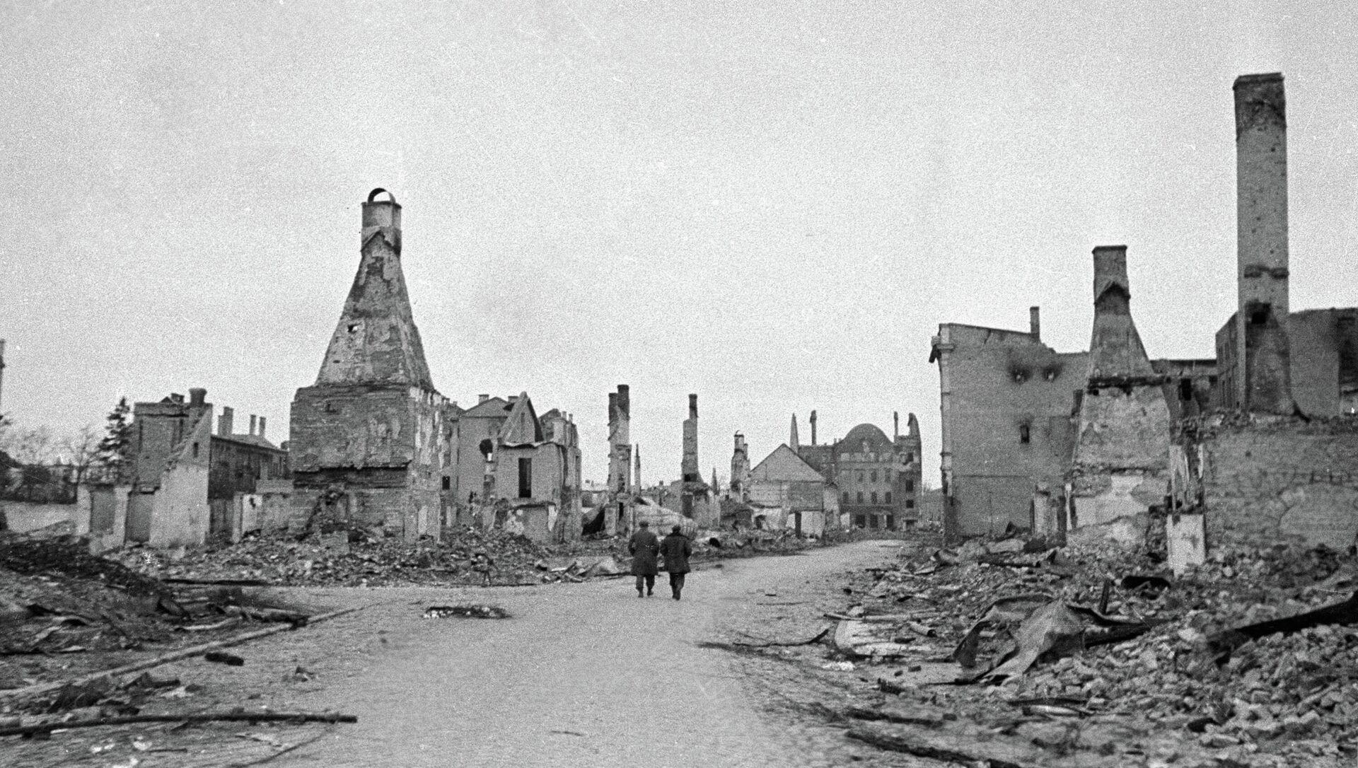 Латвийский город Елгава (Митава), разрушенный немецкими захватчиками. - Sputnik Латвия, 1920, 21.06.2021