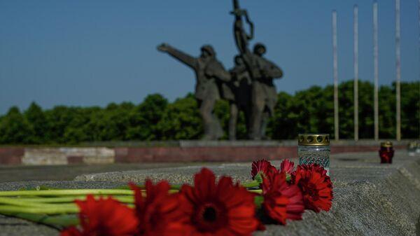Uzvaras piemineklis Rīgā - Sputnik Latvija