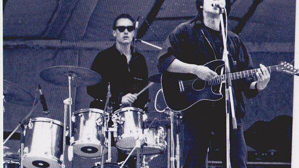1989 год. Виктор Цой и группа Кино. Елисееву удалось попасть на минский стадион Динамо, где выступал Цой и сделать несколько снимков.  - Sputnik Latvija