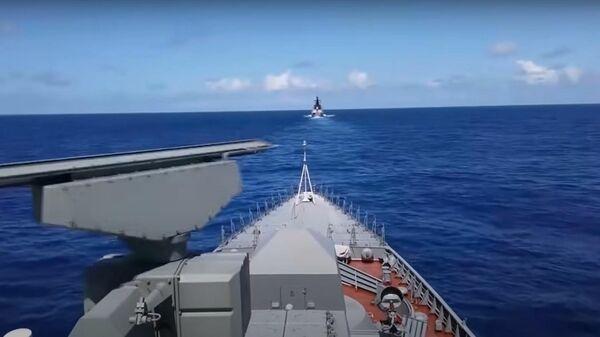 Минобороны РФ показало учения по уничтожению авианосца в Тихом океане - Sputnik Латвия