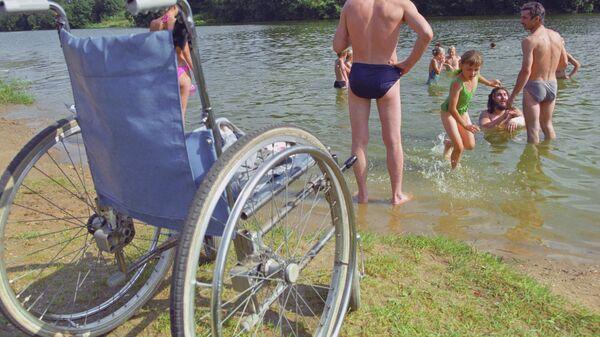Инвалидная коляска на пляже - Sputnik Латвия