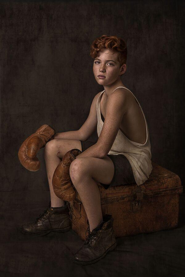 """Снимок """"Подожди, дай мне сделать селфи"""" австралийского фотографа Nancy Flammea, занявший 3-е место в категории Portrait Story в конкурсе 2021 The International Portrait Photographer of the Year. - Sputnik Латвия"""