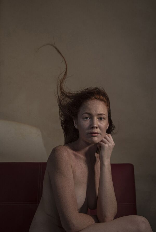 "Снимок ""Бонн Мари"" австралийского фотографа Brian Cassey, занявший 3-е место в категории Asking the Question в конкурсе 2021 The International Portrait Photographer of the Year. - Sputnik Латвия"