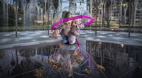 """Снимок """"Фонтан молодости"""" австралийского фотографа Adrian Donoghue, ставший финалистом в категории Portrait Story в конкурсе 2021 The International Portrait Photographer of the Year. - Sputnik Латвия"""