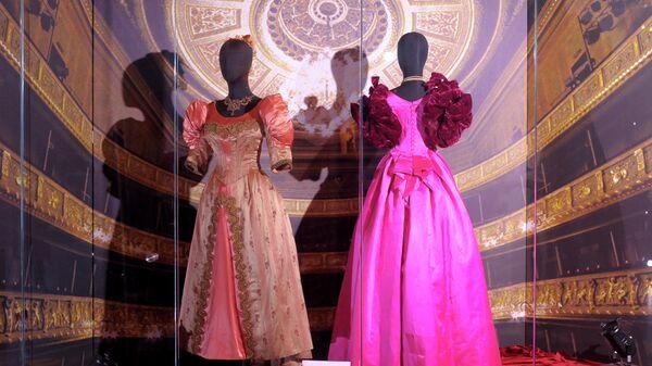 Выставка От Фортуни до Версаче. 100 лет итальянской моды - Sputnik Латвия