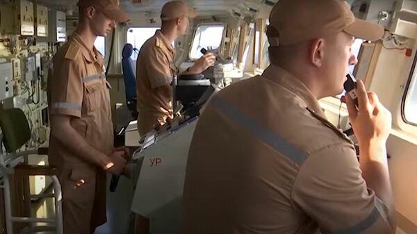 Корабли ВМФ России отбили воздушную атаку на учениях в Средиземном море - британцы бдят - Sputnik Латвия