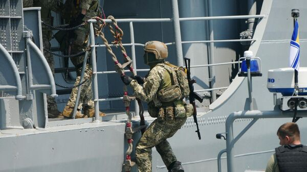 Военнослужащие отрабатывают действия против захвата кораблей в Черном море в рамках международных учений Sea Breeze - Sputnik Латвия