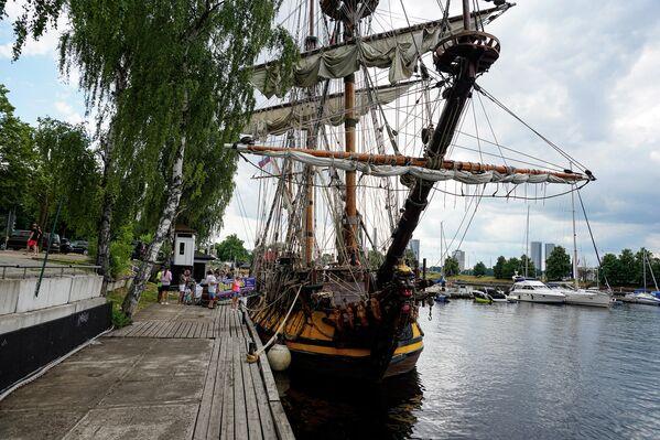 Для обшивки было использовано дерево, посаженное 300 лет назад и выращиваемое специально для строительства флота. - Sputnik Латвия