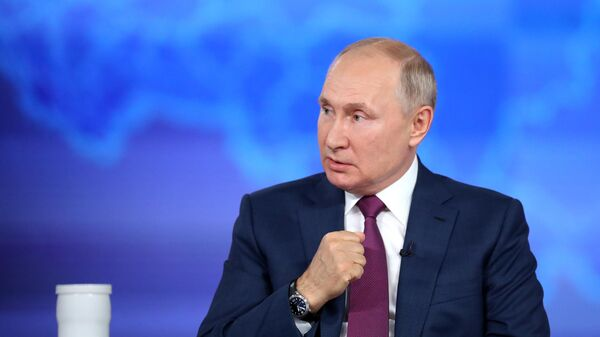 Прямая линия с президентом РФ Владимиром Путиным - Sputnik Latvija