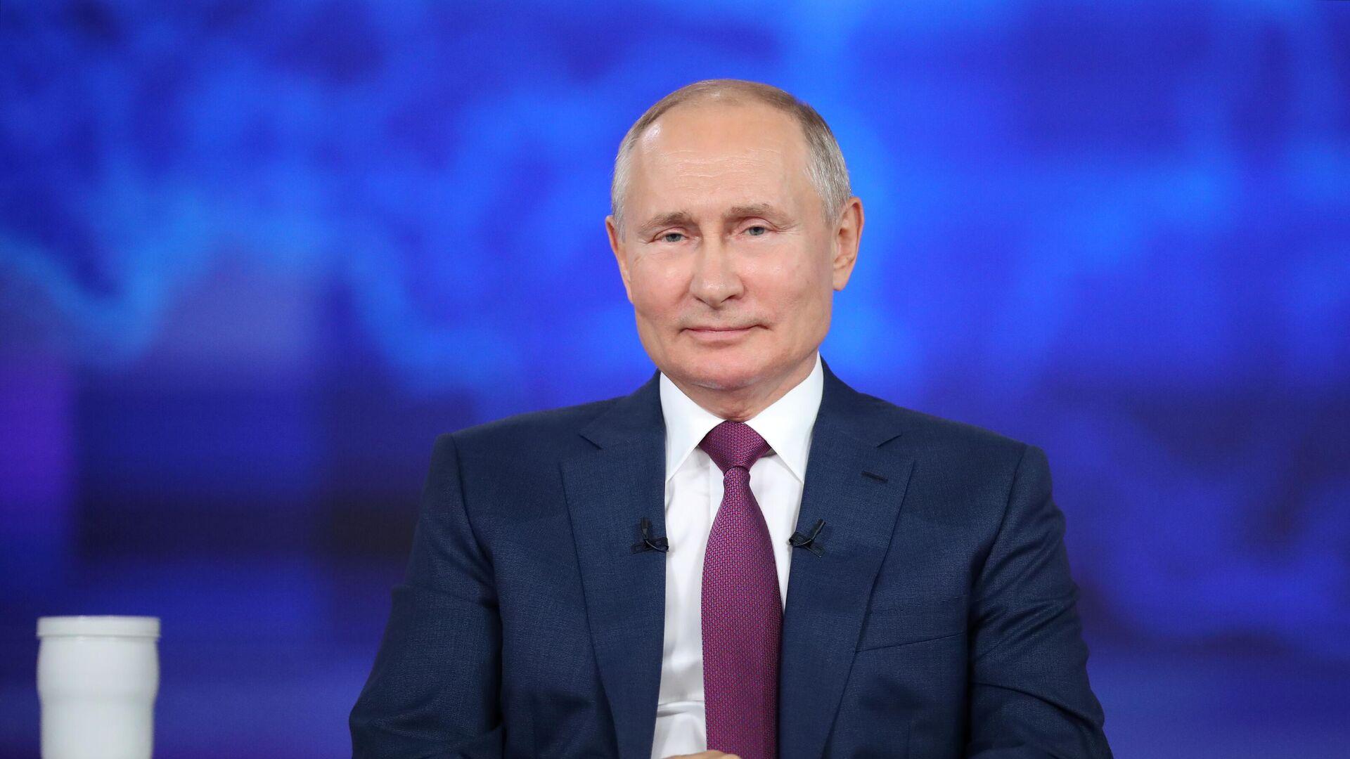 Прямая линия с президентом РФ Владимиром Путиным - Sputnik Латвия, 1920, 30.06.2021
