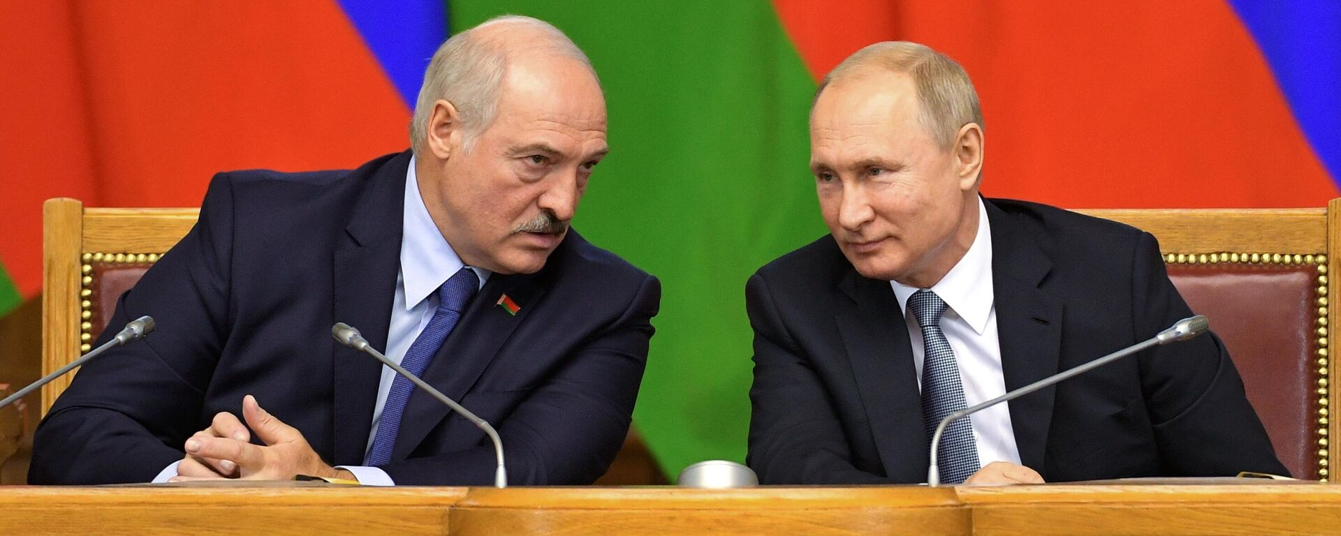 Президент РФ Владимир Путин и президент Беларуси Александр Лукашенко, архивное фото - Sputnik Латвия, 1920, 01.07.2021