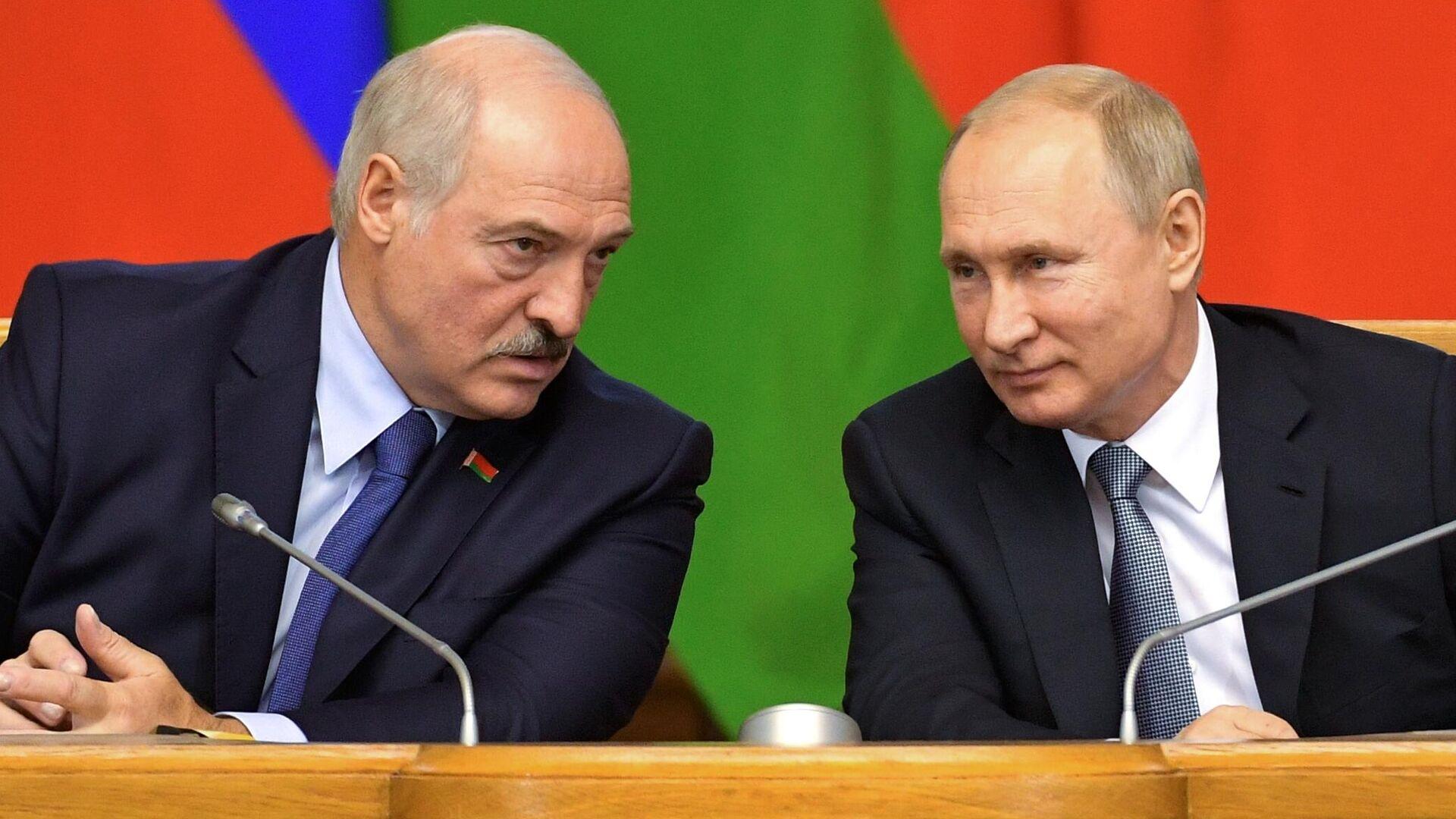 Президент РФ Владимир Путин и президент Беларуси Александр Лукашенко, архивное фото - Sputnik Латвия, 1920, 11.09.2021