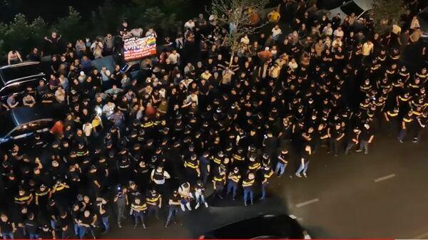 Горячий вечер в Тбилиси: столкновения на акции противников ЛГБТ - Sputnik Latvija