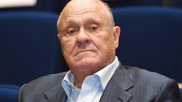 Kinorežisors, Krievijas PFSR tautas skatuves mākslinieks Vladimirs Meņšovs - Sputnik Latvija