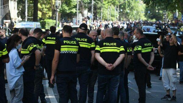 Участники митинга против ЛГБТ-движения в Грузии избили журналистов - Sputnik Latvija