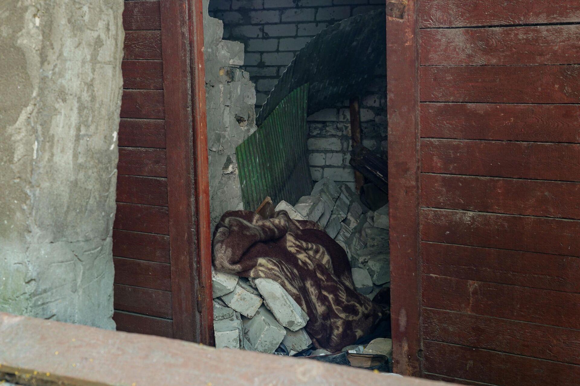 Хозпостройка на улице Матиса, где обрушившаяся стена придавила мужчину - Sputnik Латвия, 1920, 06.07.2021