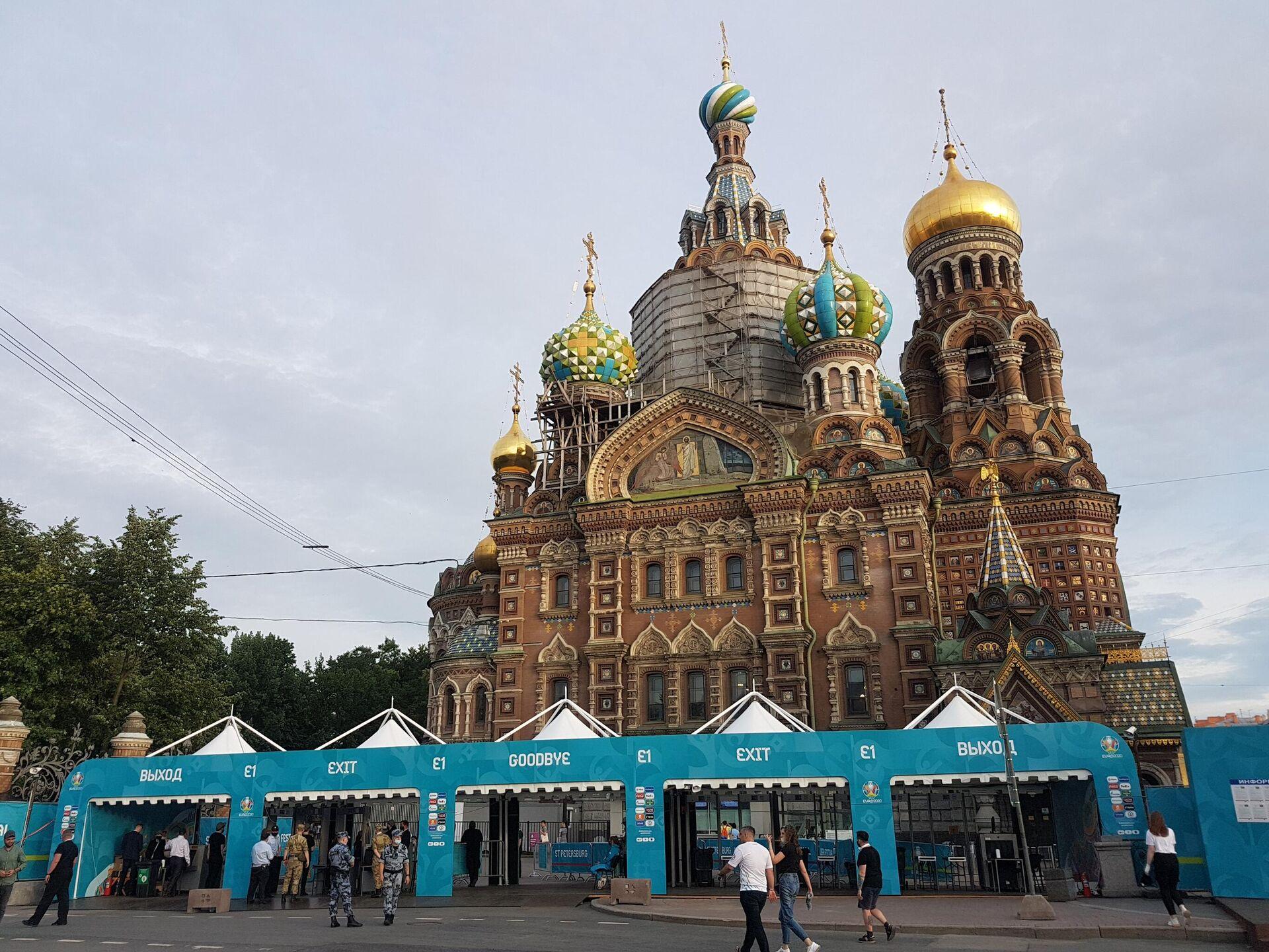 Выход из фан-зоны ЕВРО-2020 в Санкт-Петербурге - Sputnik Латвия, 1920, 08.07.2021