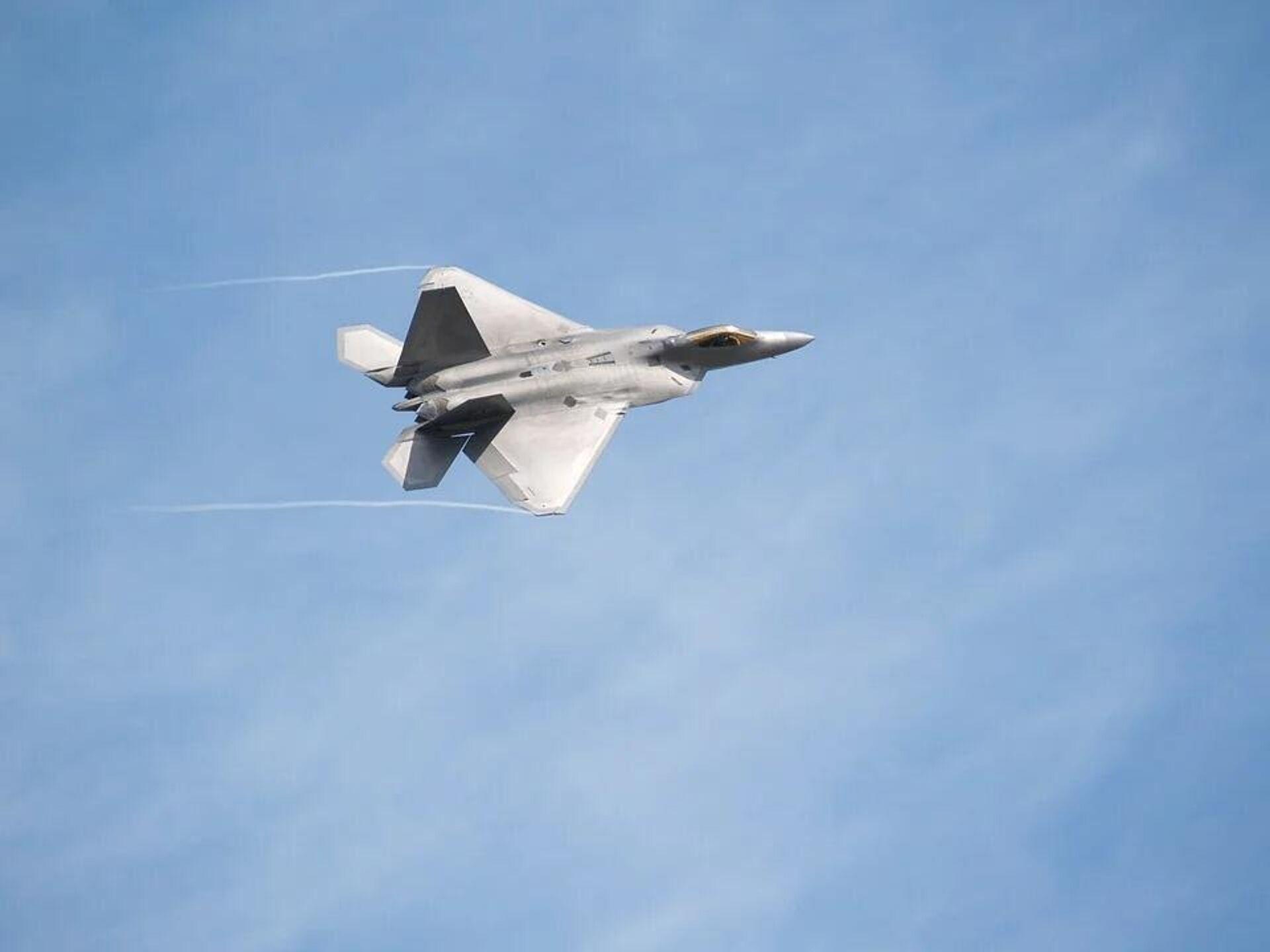 Американский истребитель-невидимка F-22 Raptor   - Sputnik Латвия, 1920, 09.07.2021