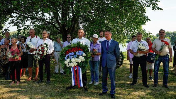 У памятника русским воинам на Луцавсале в Риге вспомнили события 1701 года - Sputnik Латвия
