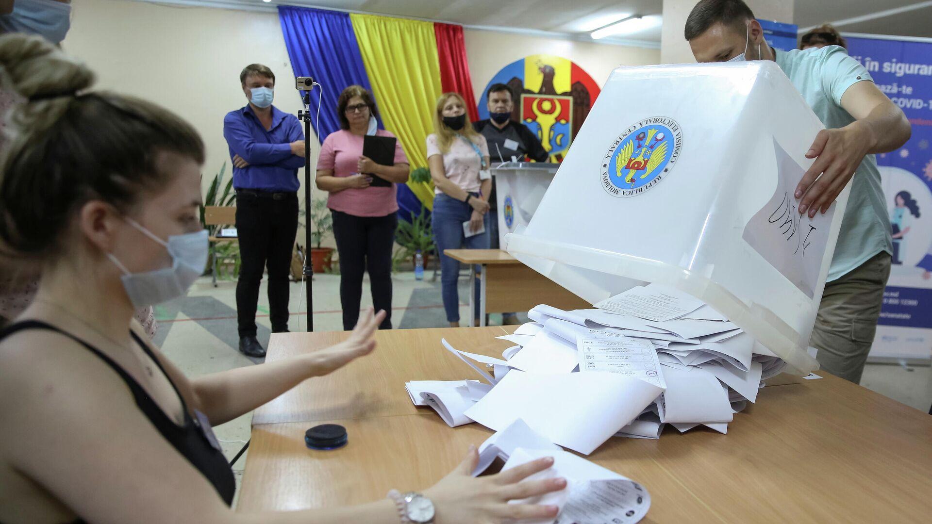 Пропрезидентская партия Действие и солидарность лидирует на досрочных парламентских выборах в Молдавии - Sputnik Латвия, 1920, 12.07.2021