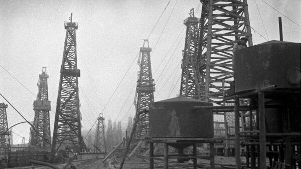 Naftas ieguve Baku. 1939. gads - Sputnik Latvija