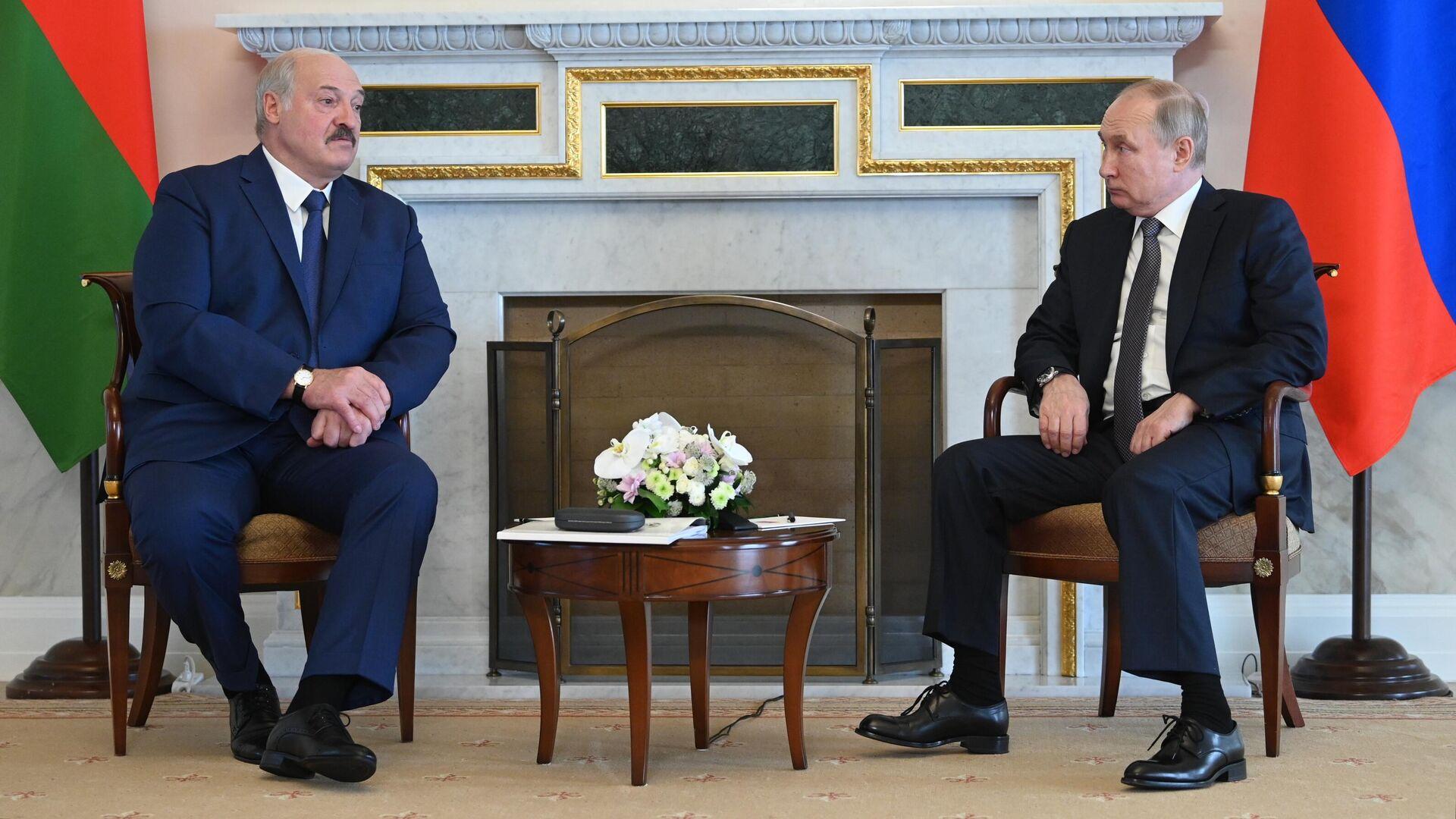 Президент РФ Владимир Путин и президент Беларуси Александр Лукашенко во время встречи 13 июля 2021 года - Sputnik Латвия, 1920, 13.07.2021
