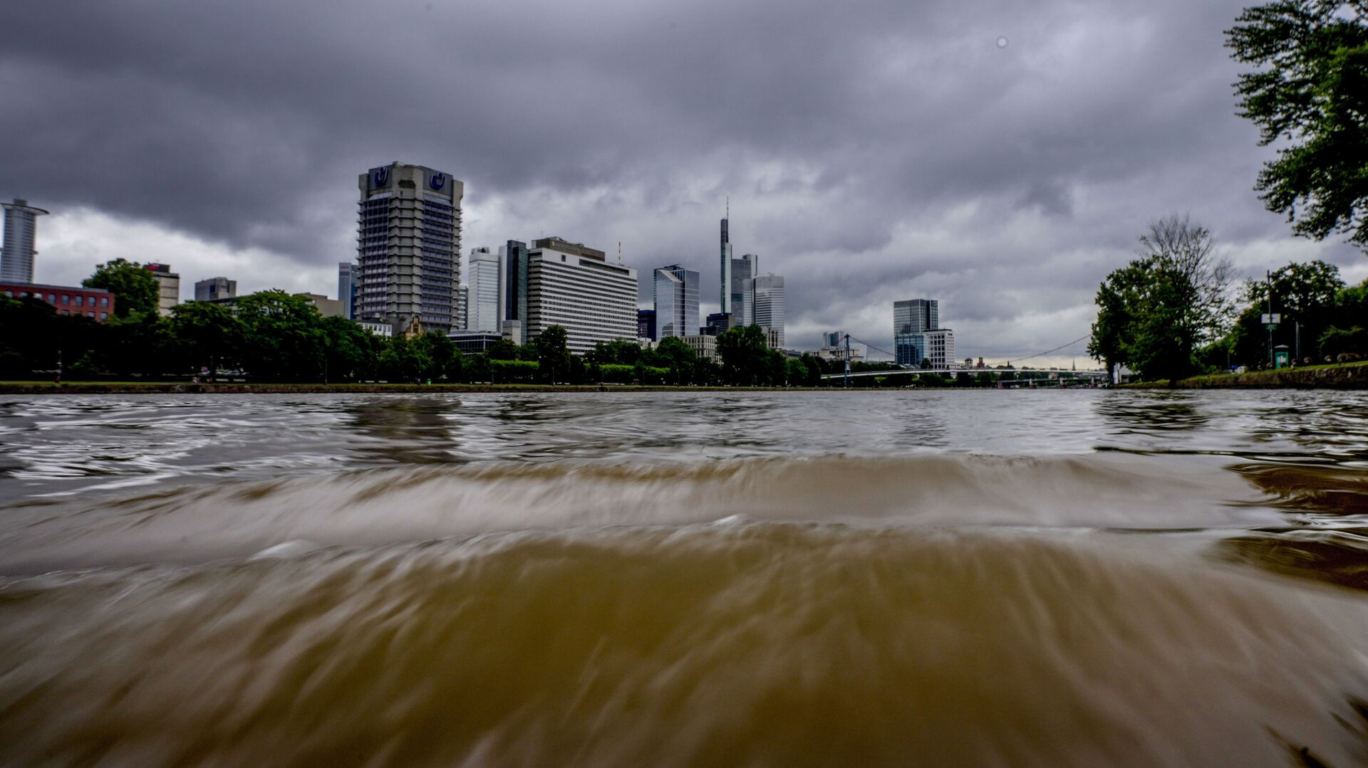 Разлившаяся река Майн во Франкфурте, Германия - Sputnik Латвия, 1920, 20.07.2021