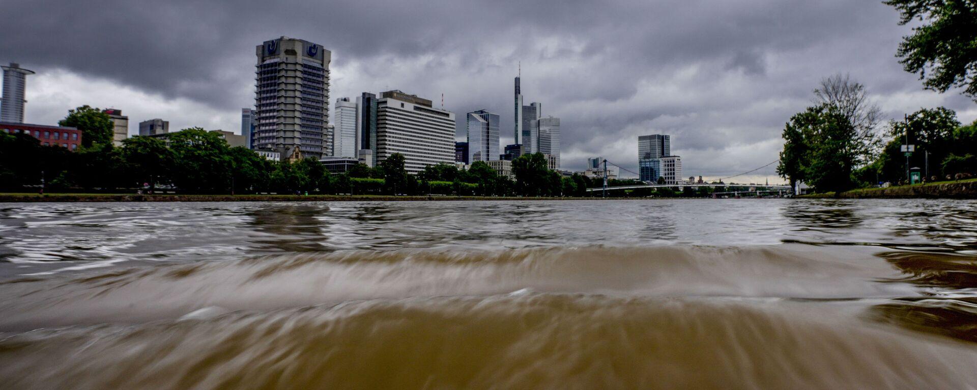 Разлившаяся река Майн во Франкфурте, Германия - Sputnik Латвия, 1920, 16.07.2021