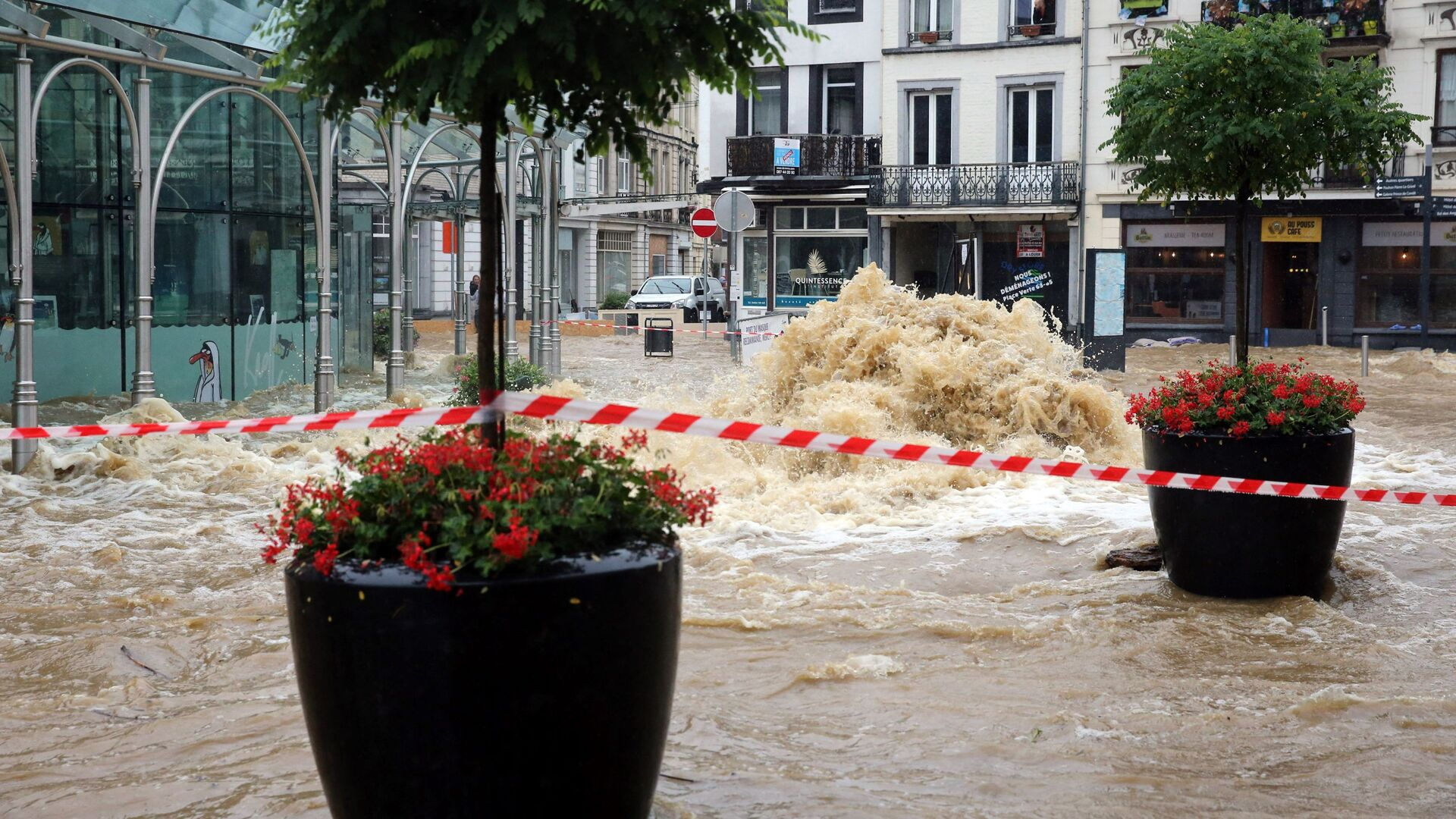 Затопленная улица города Спа в Бельгии - Sputnik Латвия, 1920, 28.07.2021