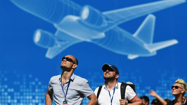 Посетители на Международном авиационно-космическом салоне МАКС - Sputnik Латвия