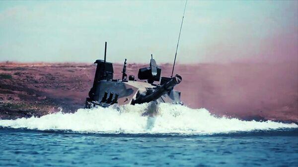 Единственный в мире легкий плавающий танк Спрут-СДМ1 во время испытаний в акватории Черного моря - Sputnik Latvija